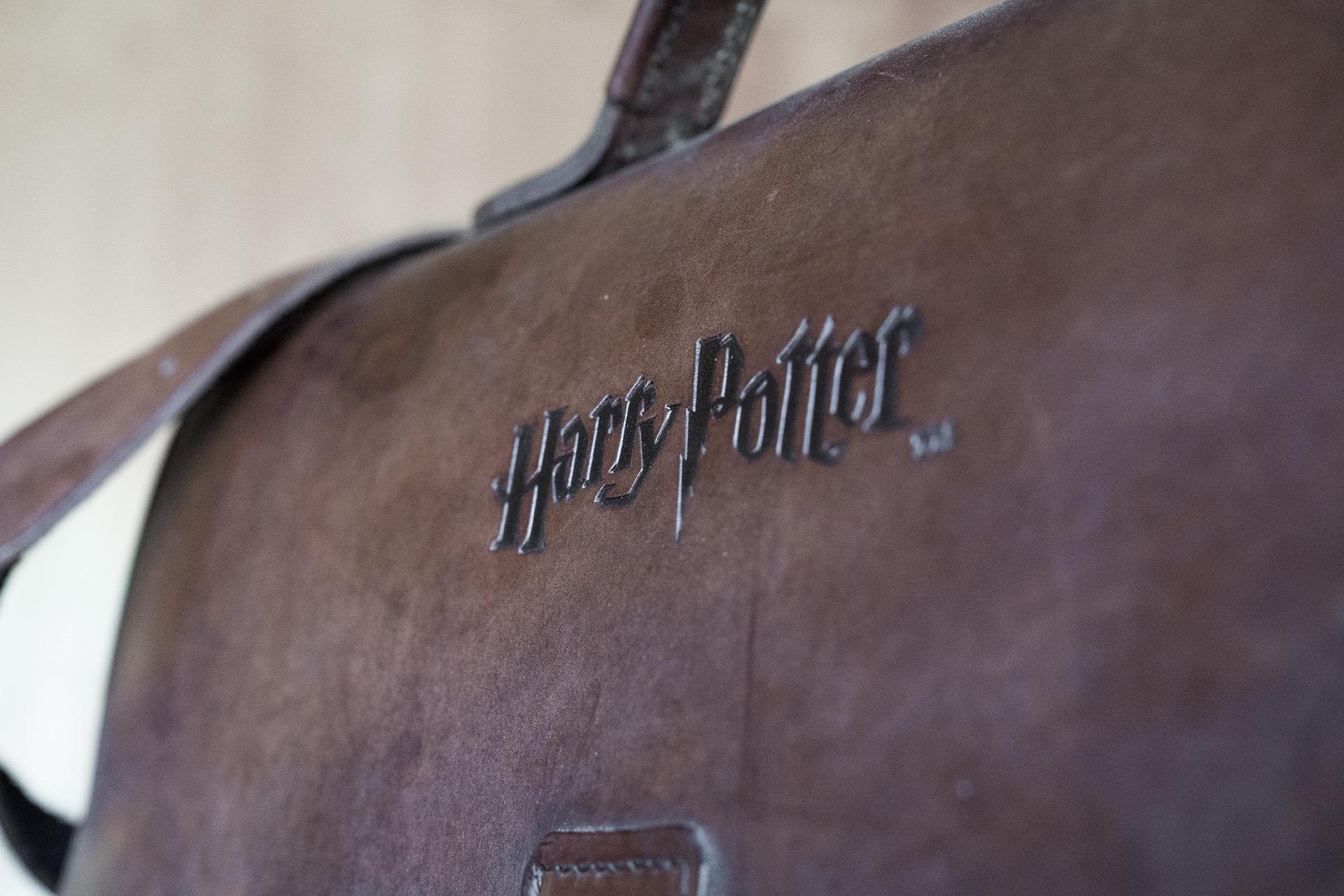Logo Harry Potter brûlé dans le cuir.