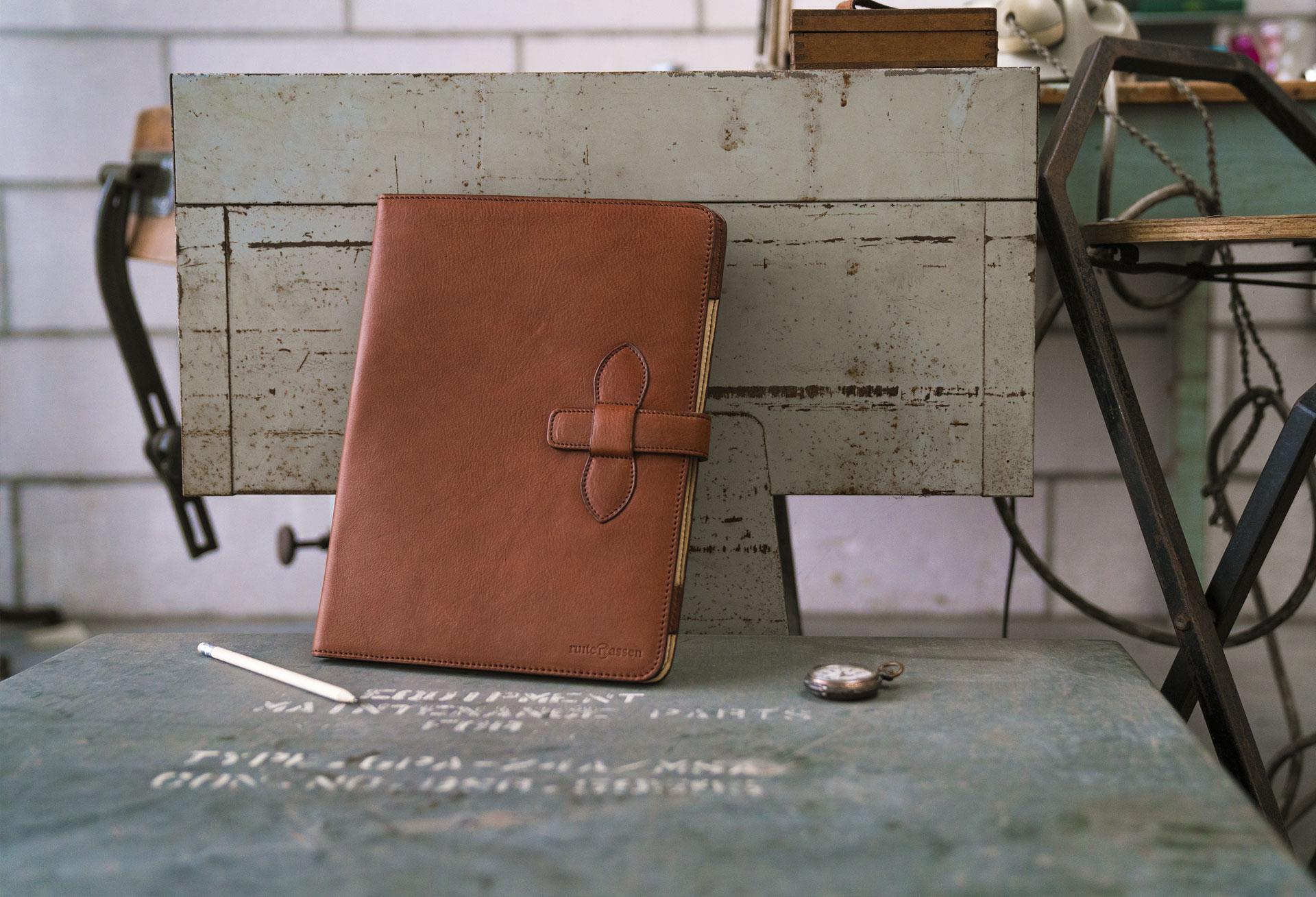 Conférencier en cuir brun de luxe.